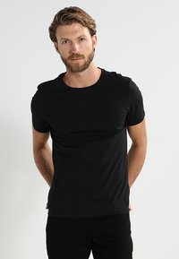 Pier One - 2 PACK - T-shirt basique - black - 2