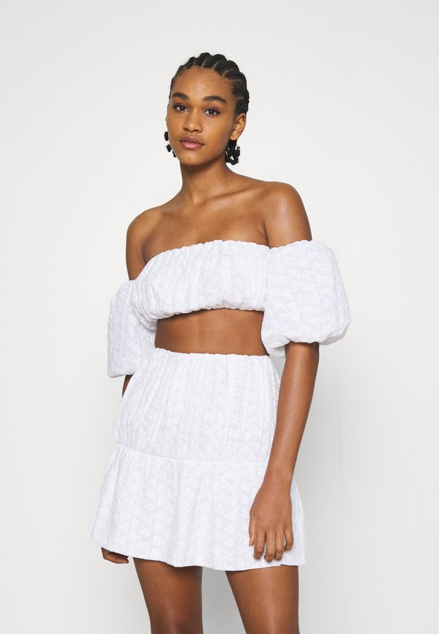 EMBROIDERED CROPPED - Top - white