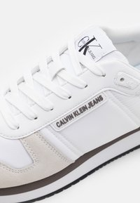 Calvin Klein Jeans - RUNNER LACEUP - Sneakers - bright white - 5
