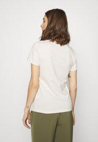 Calvin Klein Jeans - ECO SLIM - T-shirt con stampa - soft cream/bright white - 2