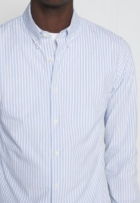 Abercrombie & Fitch - Shirt - white/blue - 5