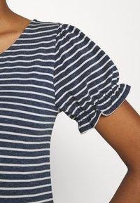 Vila - VIANIKA - Print T-shirt - navy blazer/cloud dancer - 4