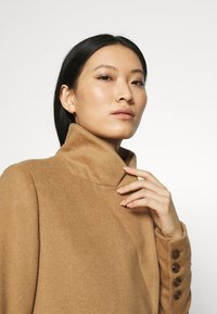 Who What Wear - DOUBLE BREASTED COAT - Zimní kabát - camel - 4