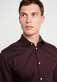 Selected Homme - SLHSLIMNEW MARK SLIM FIT - Formal shirt - winetasting - 5