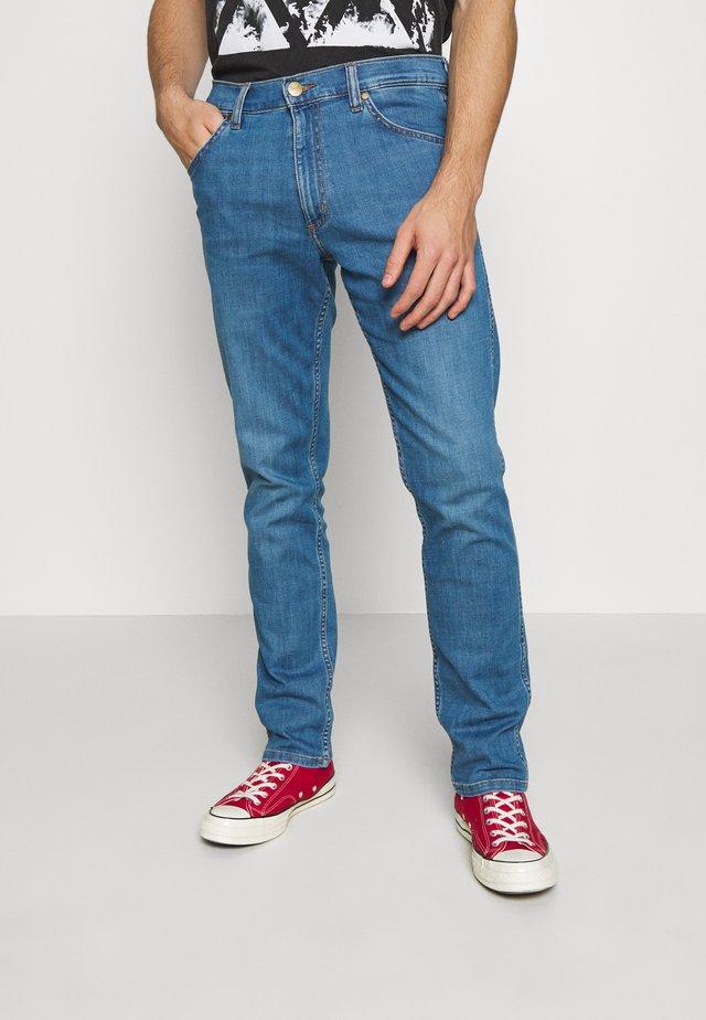 GREENSBORO - Jeans Straight Leg - el zonda