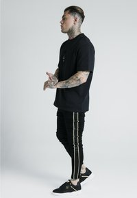 SIKSILK - DANI ALVES ROPE - Slim fit jeans - black - 1