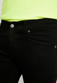 Nudie Jeans - TIGHT TERRY - Slim fit -farkut - ever black - 4