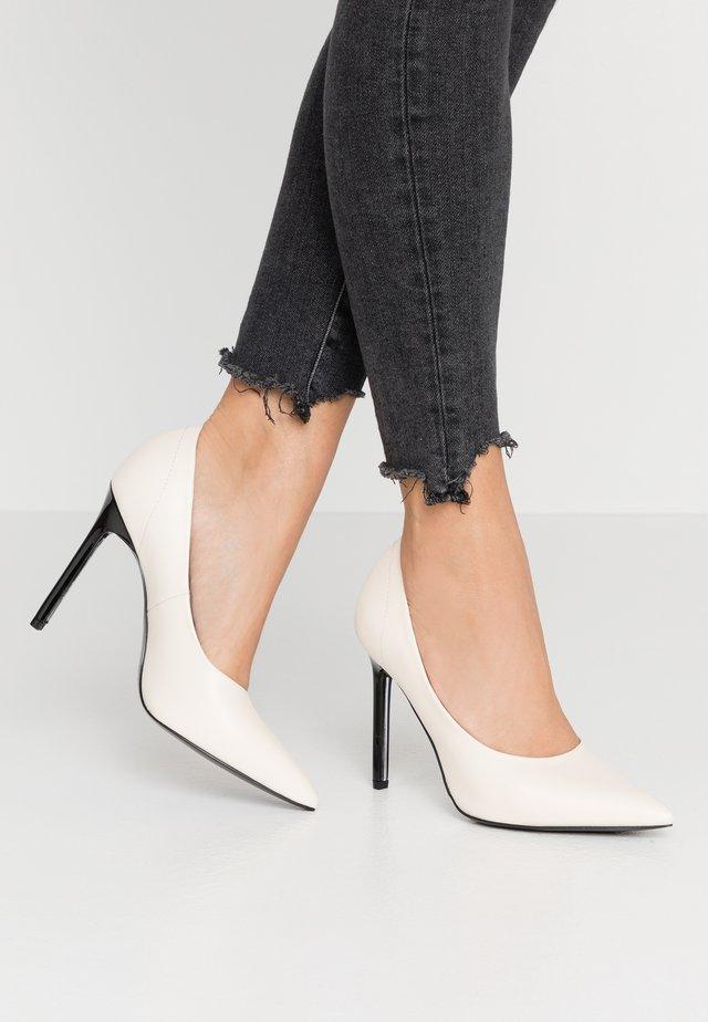 High heels - white