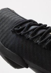 Reebok - SOLE FURY - Obuwie do biegania treningowe - black/gold - 5