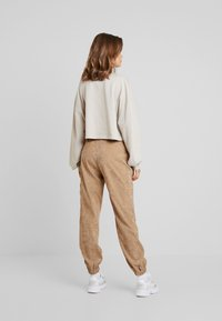 Missguided - PURPOSEFUL BELTED CUFF HIGH WAISTED TROUSERS - Bukse - sand - 2