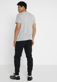 Reebok - CLASSIC TEE - Basic T-shirt - medium grey heather - 2