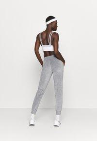 Champion - CUFF PANTS LEGACY - Spodnie treningowe - mottled grey - 2
