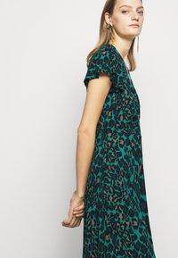 Diane von Furstenberg - CECILIA MIDI - Vapaa-ajan mekko - emerald - 4