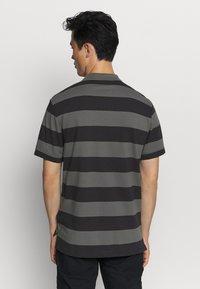 Nike Sportswear - STRIPE - Polo shirt - black/iron grey - 2