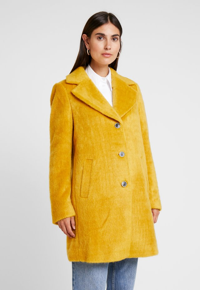 ISKO HAIRY RAY - Short coat - honey