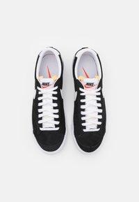 Nike Sportswear - BLAZER '77 - Tenisky - black/white/team orange - 5