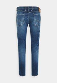 Replay - ANBASS HYPERFLEX REUSED X LITE - Jeans Slim Fit - medium blue - 1