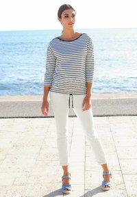 Alba Moda - Long sleeved top - marineblau weiß - 1