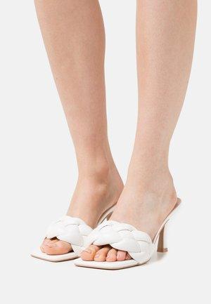 SANDRA - Pantofle na podpatku - offwhite