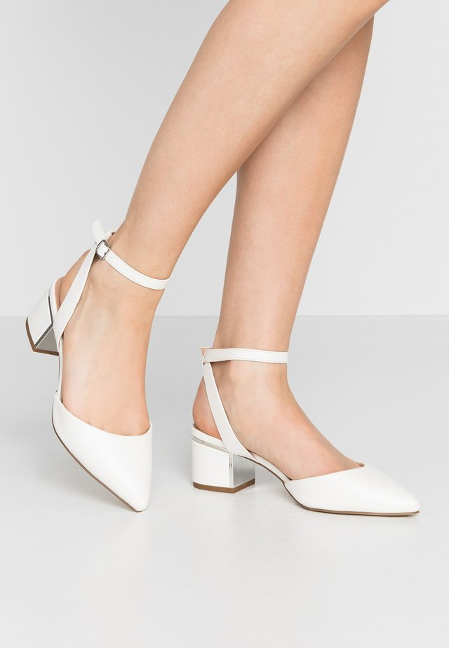 WIDE FIT  - Classic heels - white