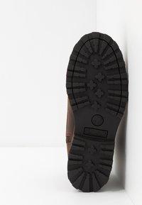 Timberland - COURMA TRADITIONAL - Šněrovací kotníkové boty - dark brown - 5