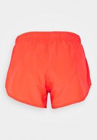 Nike Performance - TEMPO SHORT HI-CUT - Pantalón corto de deporte - bright crimson/reflective silver - 1