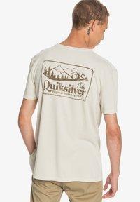 Quiksilver - OLD HABIT  - Print T-shirt - parchment - 2