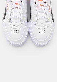 Puma - CALI SPORT - Zapatillas - white/black/peach - 5