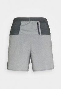 Nike Performance - STRIDE  - Pantalón corto de deporte - iron grey/heather/reflective silver - 1