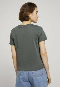 TOM TAILOR DENIM - Print T-shirt - dusty pine green - 2
