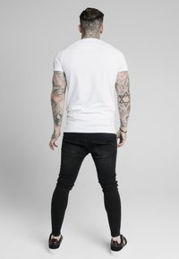 SIKSILK - ASTRO RAGLAN GYM TEE - T-shirt print - white - 2