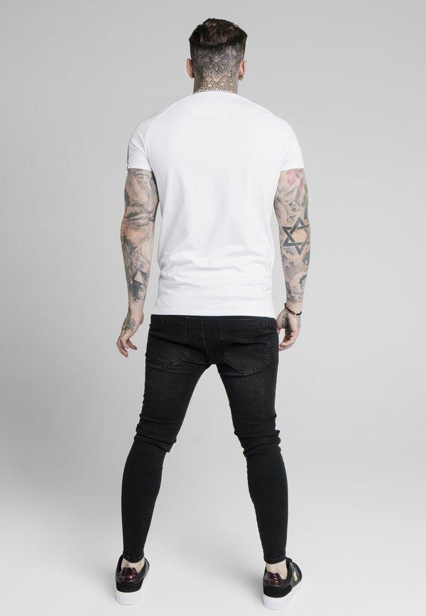SIKSILK ASTRO RAGLAN GYM TEE - T-shirt z nadrukiem - white/biały Odzież Męska BXLJ