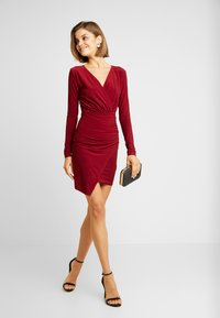 Missguided - SLINKY WRAP OVER MINI DRESS - Sukienka etui - burgandy - 2
