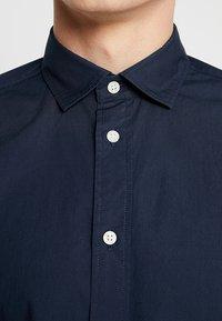 Selected Homme - SLHSLIMMARK-WASHED - Business skjorter - navy blazer - 5