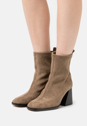 GABRIELA - Classic ankle boots - taupe