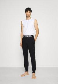Calvin Klein Underwear - INTENSE POWER LOUNGE JOGGER - Pyžamový spodní díl - black/white - 1
