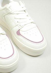 Pimkie - Sneakersy niskie - altweiß - 3