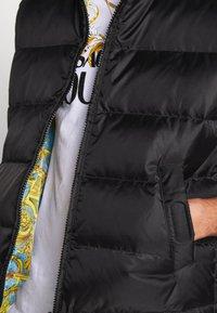 Versace Jeans Couture - RISTOP PRINT BAROQUE - Waistcoat - black - 9