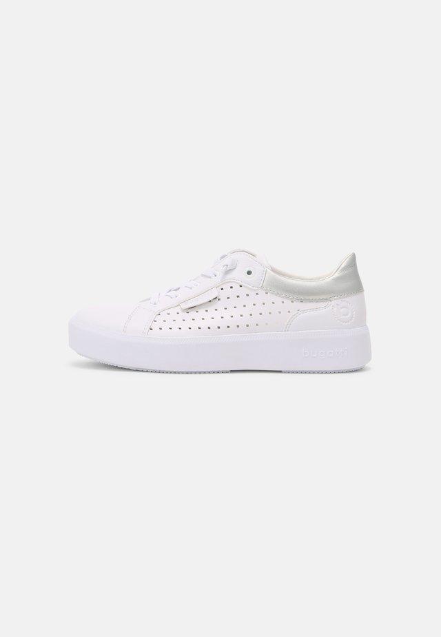 KELLI - Sneakersy niskie - white/silver