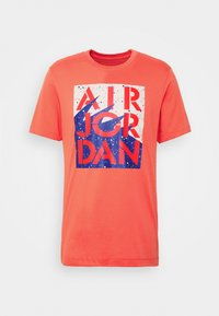 STENCIL CREW - Print T-shirt - track red/infrared/oatmeal