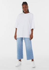 Bershka - OVERSIZED - T-shirt basique - white - 1