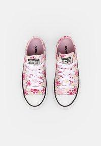 Converse - CHUCK TAYLOR ALL STAR EVA LIFT OX UNISEX - Zapatillas - white/pink/black - 3