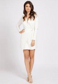 Guess - Vestido informal - blanc - 1