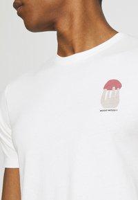 Wood Wood - SAMI SHROOM - Print T-shirt - off-white - 4