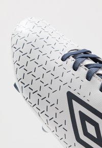Umbro - VELOCITA CLUB FG - Scarpe da calcetto con tacchetti - white/medieval blue/blue radiance - 5