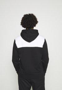 Calvin Klein - BOLD STRIPE LOGO HOODIE - Huppari - black - 2