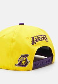 Outerstuff - NBA LA LAKERS STREET SNAPBACK UNISEX - Cap - bright yellow - 3