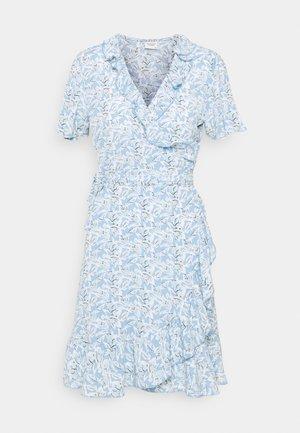 JDYMILO FLOWER WRAP DRESS - Robe d'été - allure/misty blue