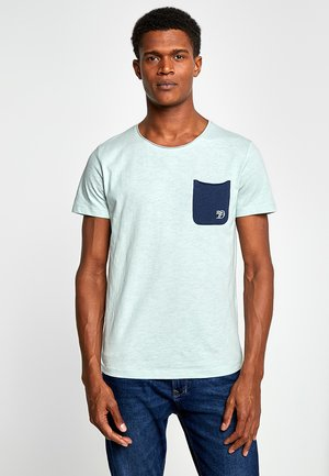 WITH CONTRAST POCKET - T-shirt med print - sea foam green