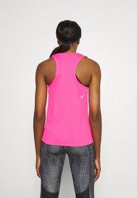 Nike Performance - RACE SINGLET - Topper - hyper pink - 2